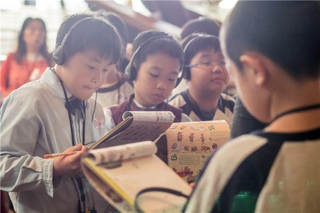 活動中也鼓勵學童在導覽人員引導下,參與討論,從體驗中找答案。