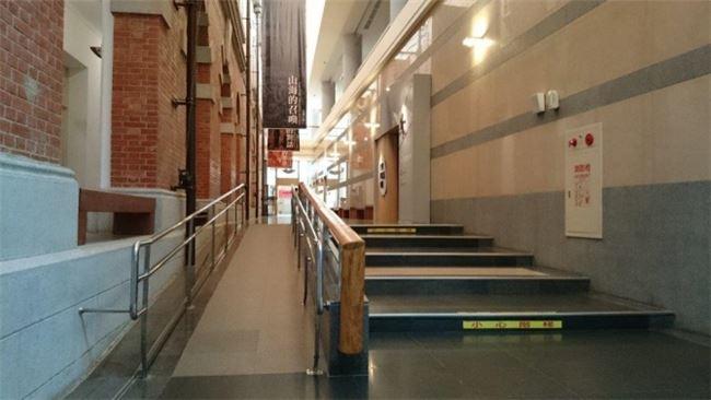 館內展廳皆設有無障礙坡道