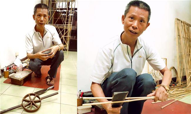 左圖前方圓形的工具就是「銃仔」,有了他就可以輕鬆的將竹筒劈開。右圖中張徐沛正用剖竹刀順著竹子纖維將竹片對切為竹條。