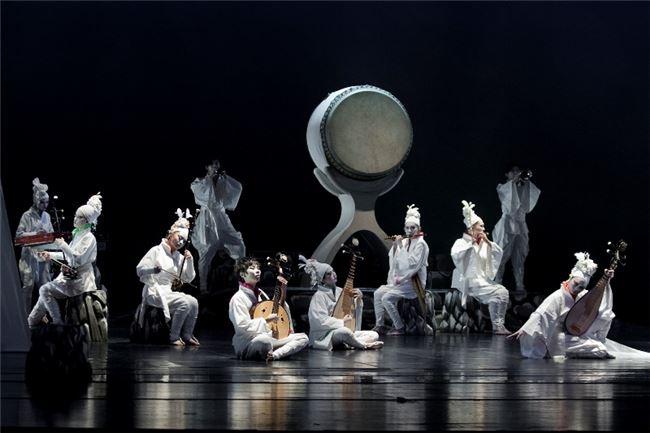采風樂坊於2011年演出「無極」,跨界演出也受歡迎。
