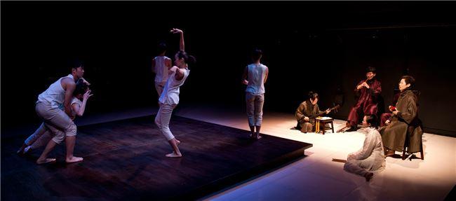 林文中舞團2011推出《小南管》,深獲好評。