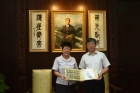 The Curator of Guangdong Museum of Revolutionary History, Yang Qi, led a group of visitors to the Hall.
