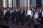 "Former President Ma Ying-jiu, KMT Chairman Wu Dun-yi, former KMT Vice Chairman Hong Xiu-zhu, New Party National Committee Chairman Yu Mu-ying, former Premier Hao Bo-cun, and former TECRO Representative Shen Lu-xun led a team of 100 members to pay a floral tribute to the Dr. Sun Yat-sen statue at the ""Love National Flag, Love Country"" event held by the Song Tao Group."