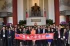 美國羅省中華會館回國訪問團由共同主席方杰洲及馬培道率領團員一行36人蒞館參訪敬獻。