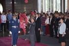 林國章館長率全體同仁向國父銅像獻花致敬。