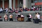 為紀念國父誕辰152年,本館與中華民國團結自強協會,於正門廣場前舉辦「紀念國父誕辰152年-青春、幸福、活力」活動,特邀請視障科班音樂人所組成的妙音樂集國樂團演奏,觀眾反應熱烈,觀賞人數約1,000人。