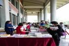 一樓西側門長廊舉辦「與館同慶 書香入懷」贈書活動,贈書品項有本館圖書館去年度期刊、雜誌及畫冊出版品共2206 冊,提供民眾免費索閱,當日參與觀眾約 150 人。