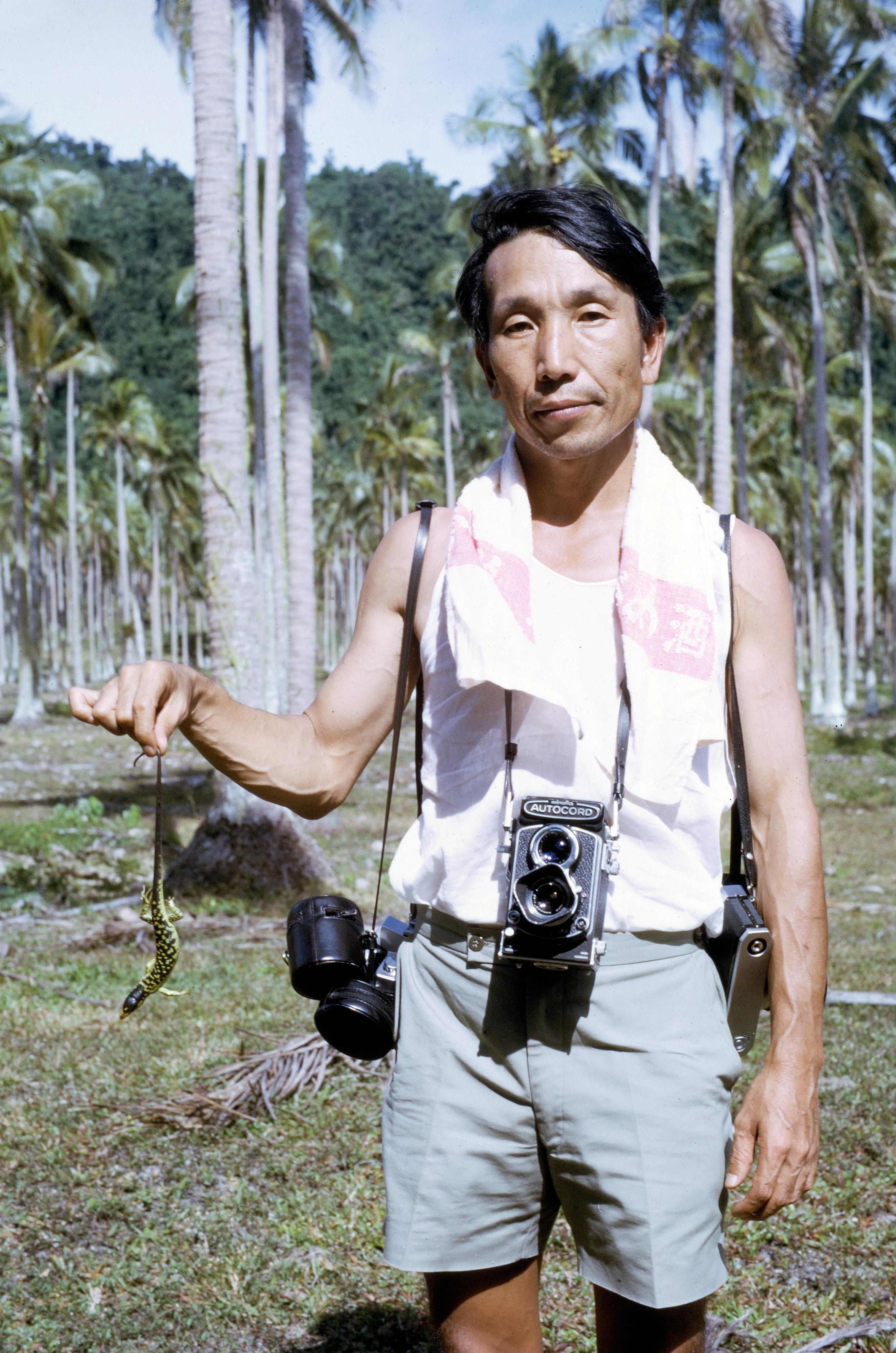 圖1 早年在大洋洲進行田野調查的岩佐嘉親先生。