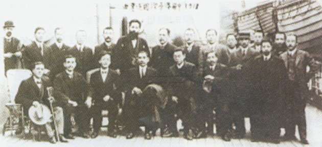 1911年12月21日,孫中山從海外經香港回國時攝於船上