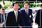 陳總統水扁先生參觀林風眠畫展,張館長親往迎接