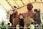 The production of the outer mold for Dr. Sun Yat Sen's statue.