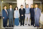 教育部黃榮村部長觀賞「齊白石大展」並與徐亞英教授等人合影
