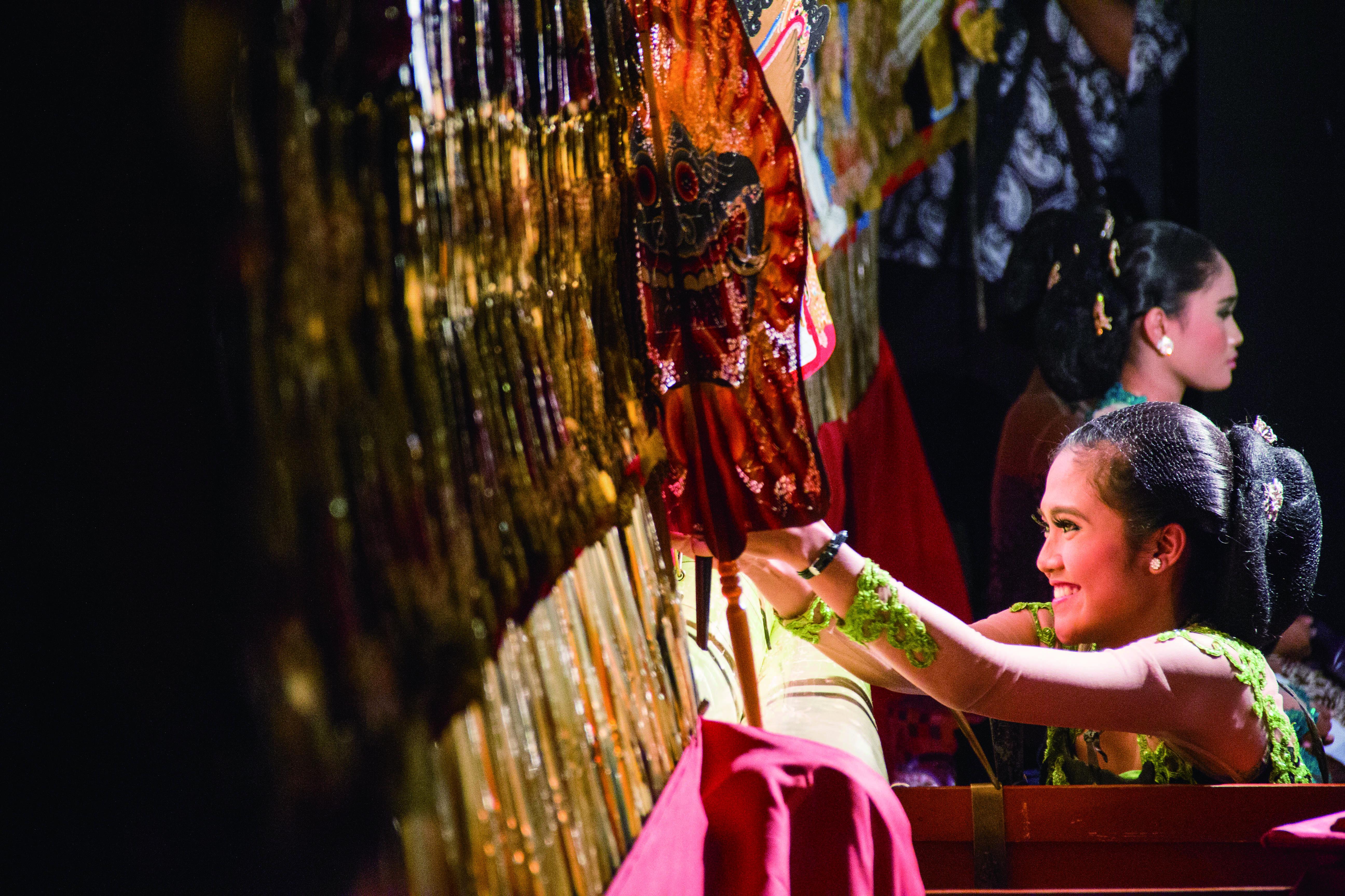 印尼的皮影戲演出深具當地特色。.jpg
