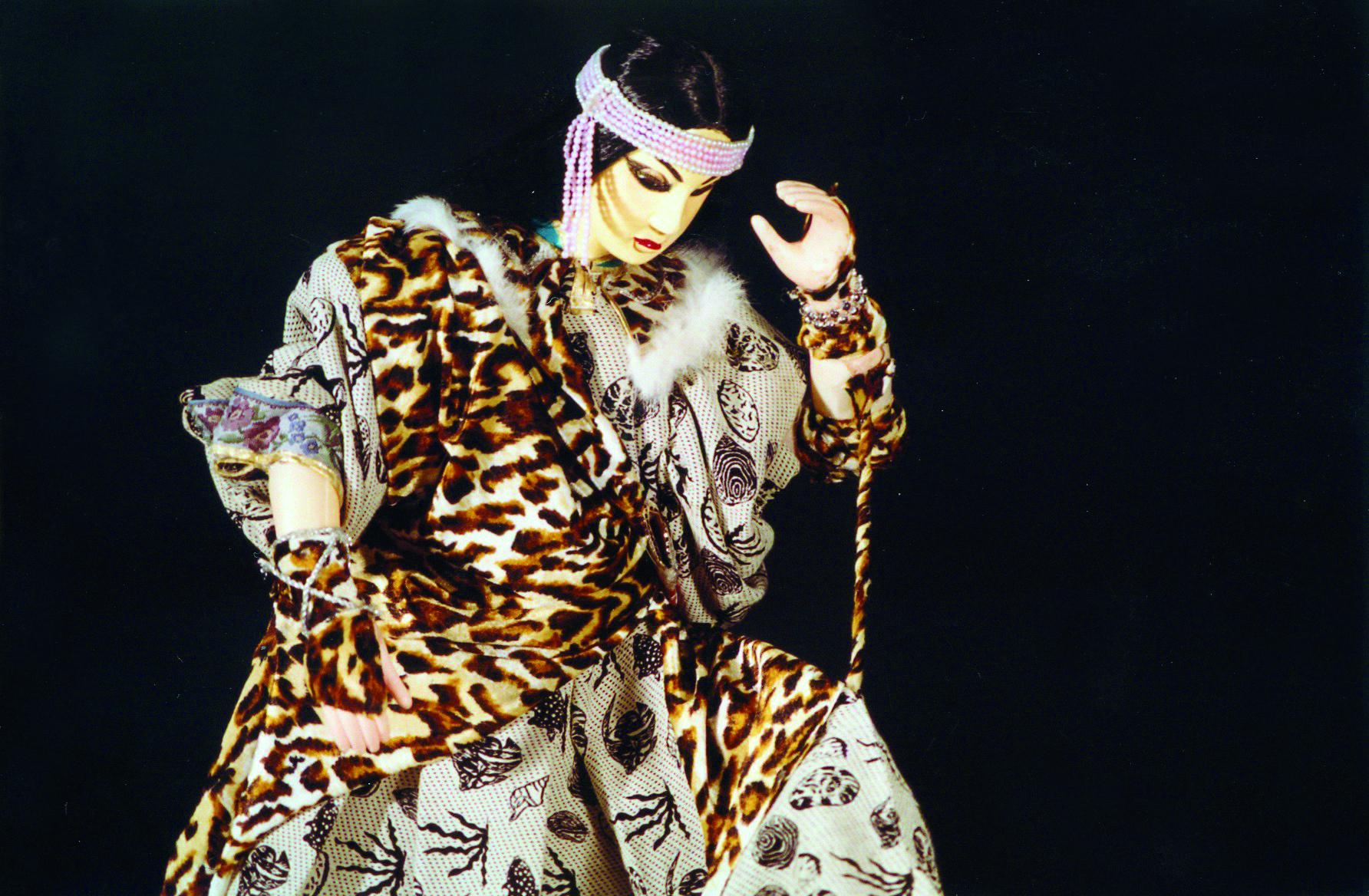 苦海女神龍一腳在劇中是史艷文的妻子,同名歌曲唱響大街小巷。.jpg