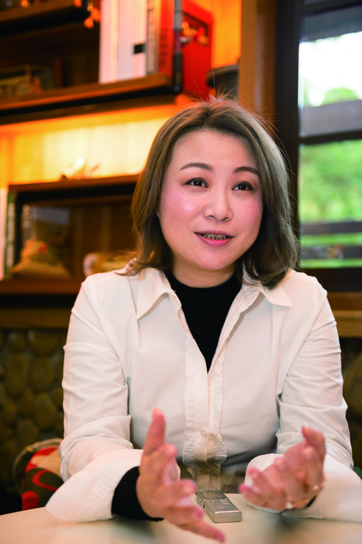 受到父母親影響,黃鳳儀充滿事業心,更希望未來的另一半可以與她共創事業。.jpg