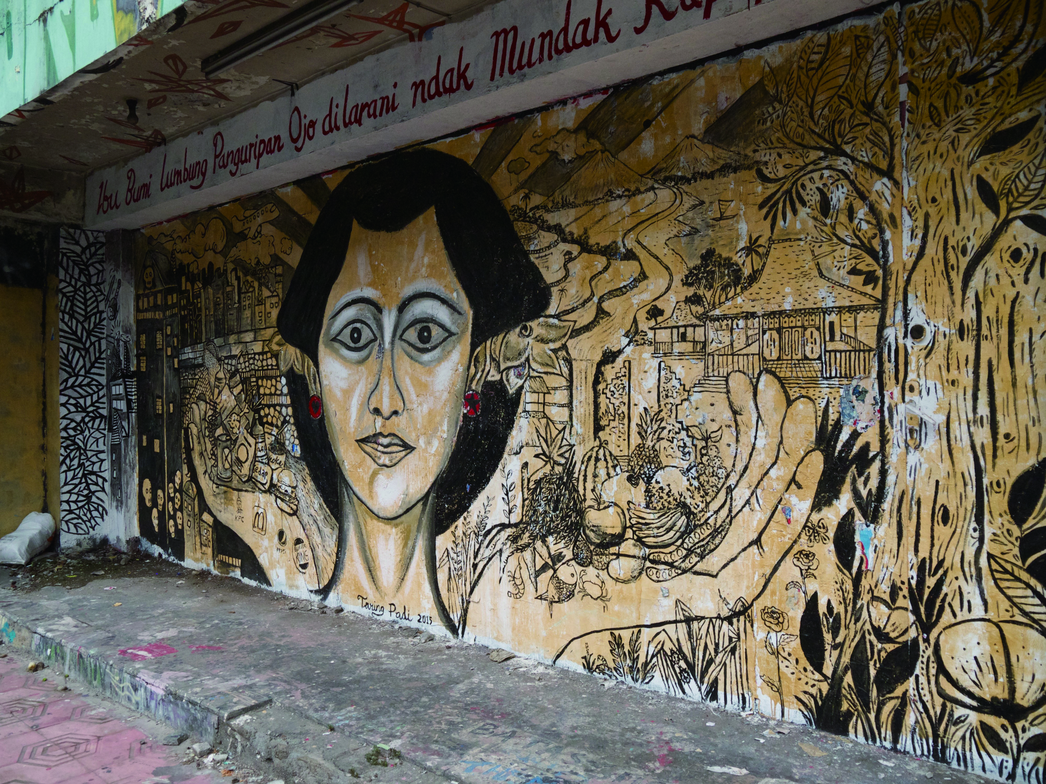 日惹街頭的塗鴉也反映了當地的文化意象。.jpg