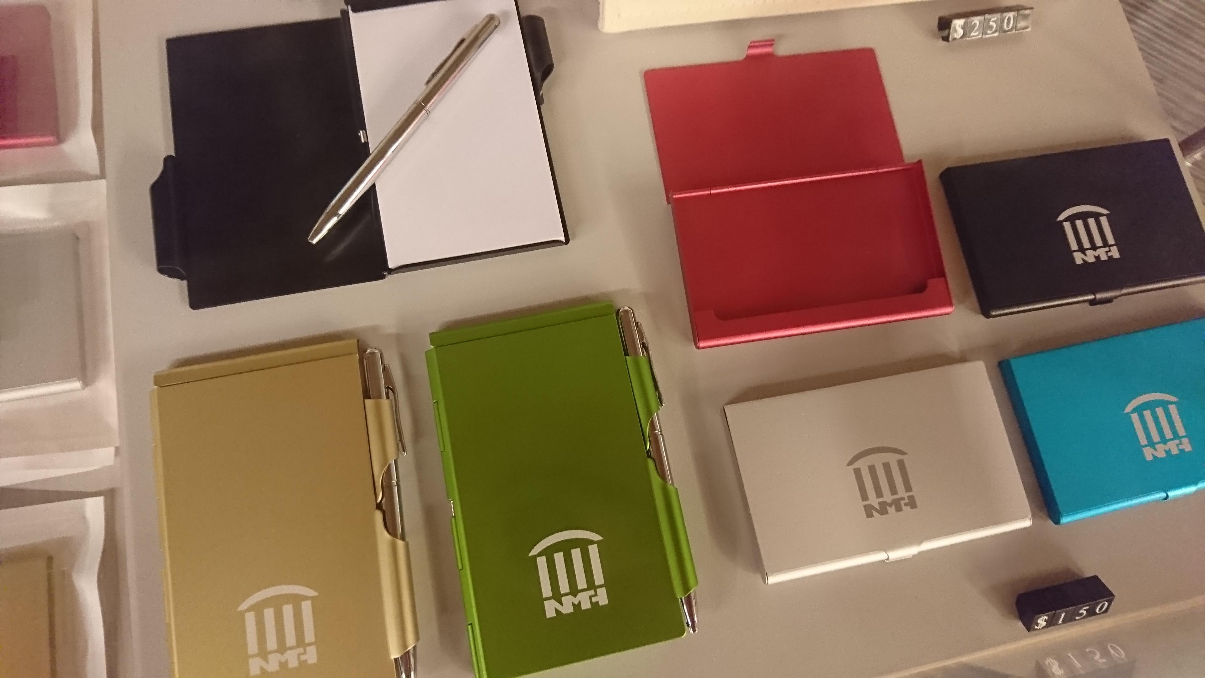 2.館徽名片盒及便條本(一點點).JPG