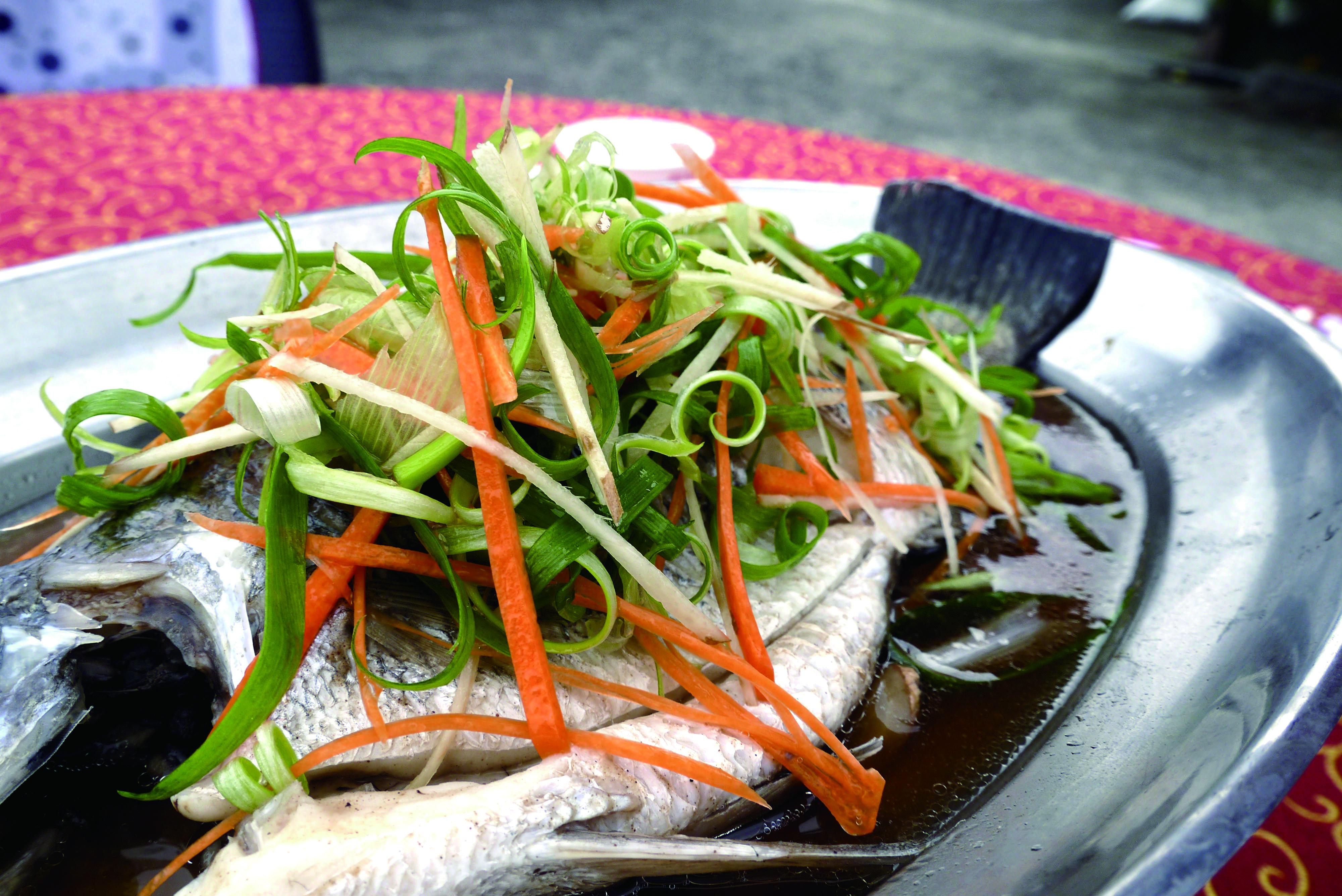 辦桌菜少不了魚,象徵華人社會在乎重視的「年年有餘」。.jpg