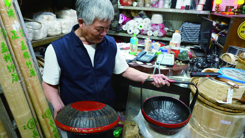 精緻的謝籃,展現了竹製品成為藝術品的可能性。.JPG