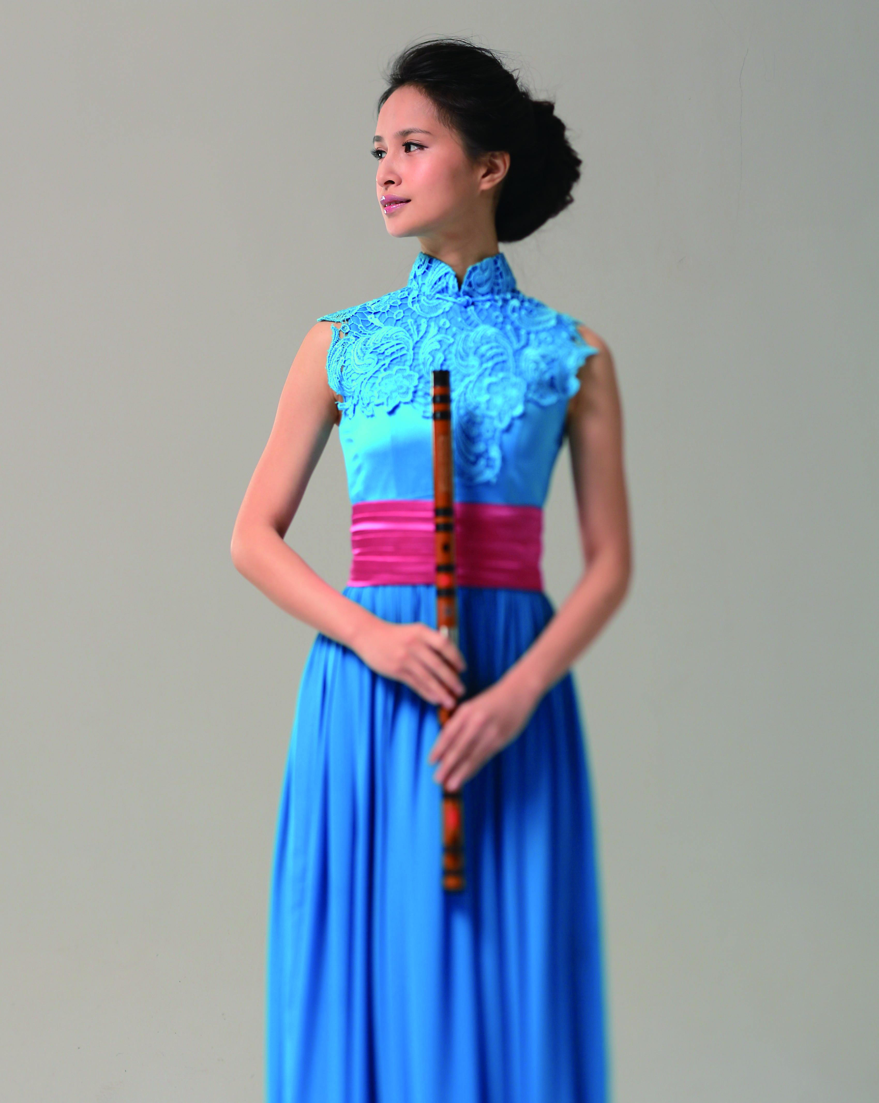 李宛慈的演出服裝都是自己設計.jpg