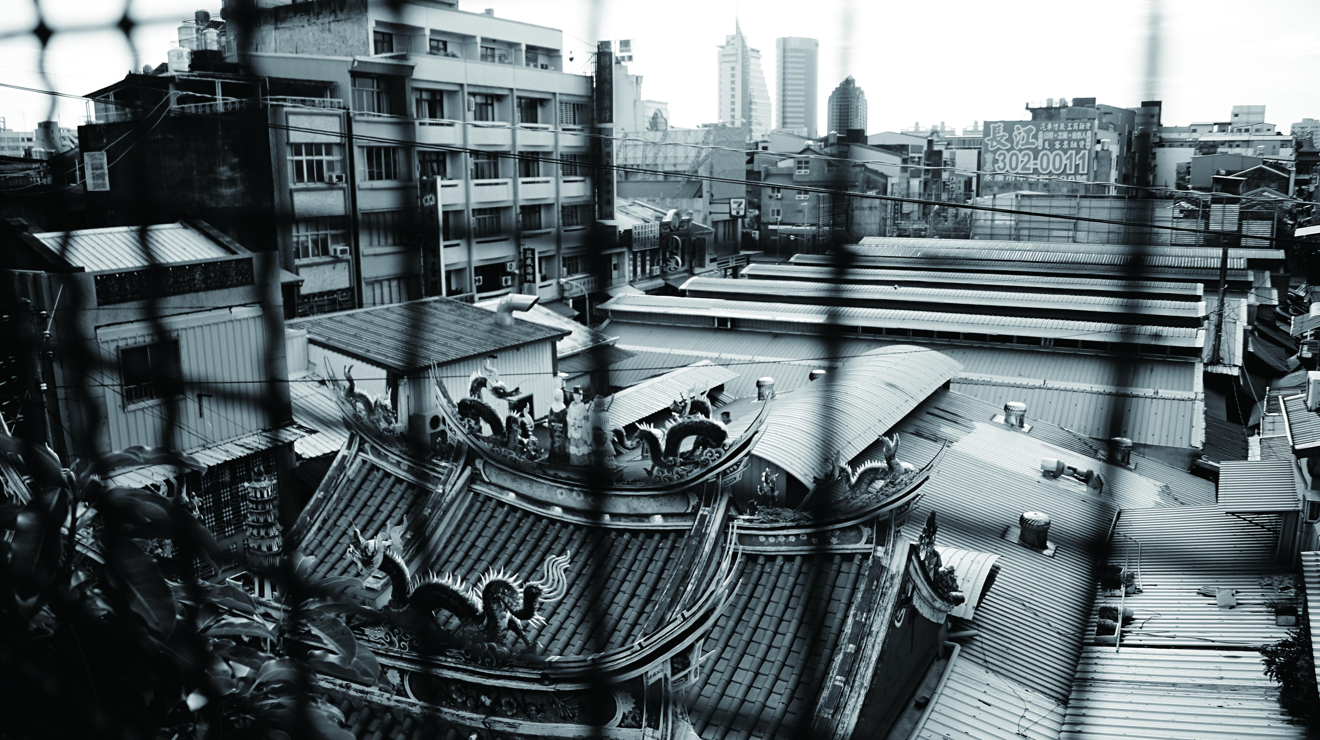 台南水仙宮的後兩進及周邊民房皆遭到拆除,直到終戰後才重建殿宇,但規模已不同往日,只能從部分華美的裝飾舊料窺探舊時風采。.jpg