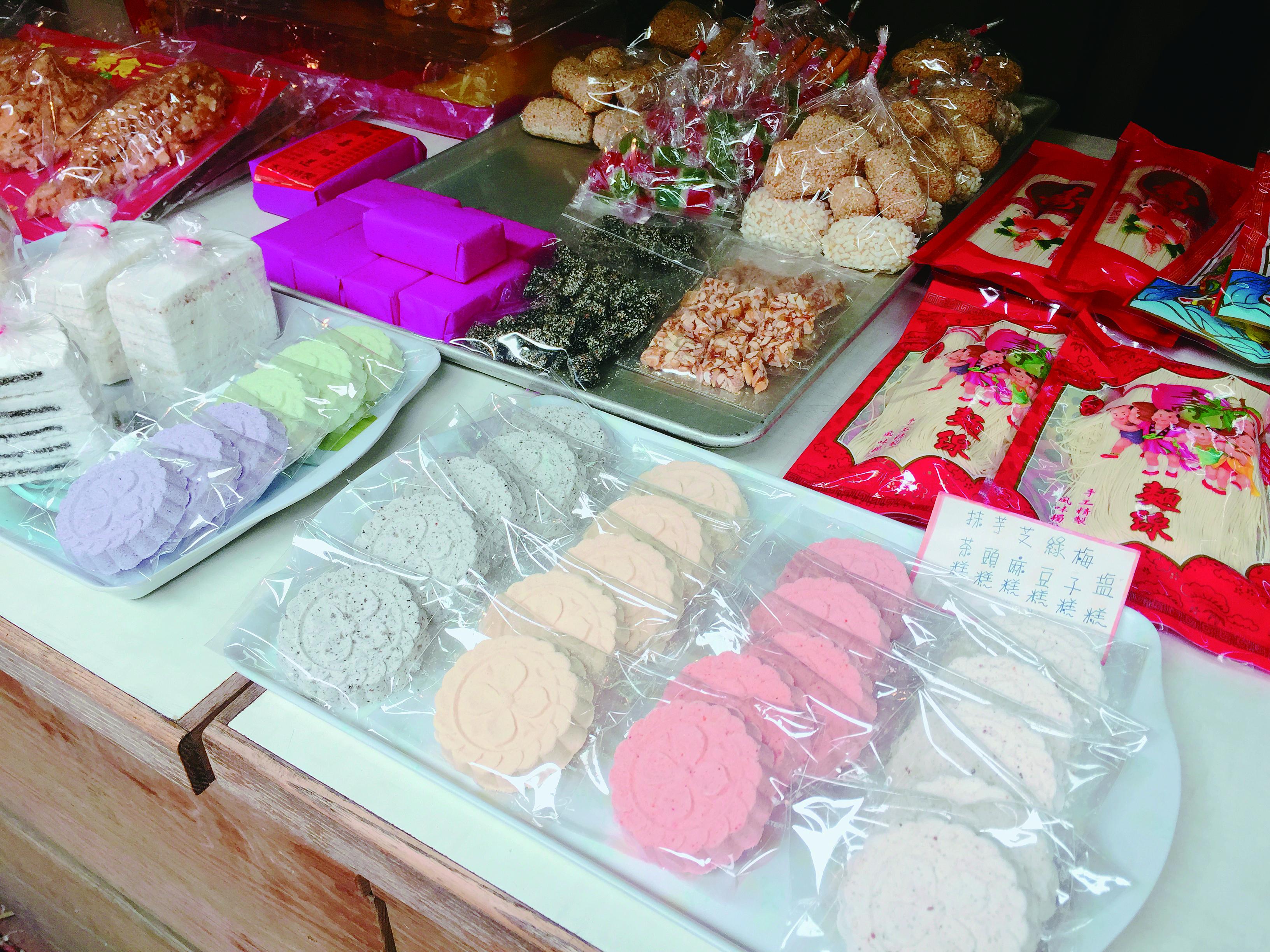 臺南水仙宮附近可以看見父執輩經常吃的傳統糕餅。.JPG