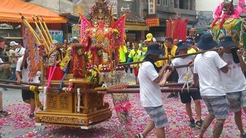 每當台灣社會愈動盪,經濟愈不景氣,民間廟會活動就越熱絡。.jpg