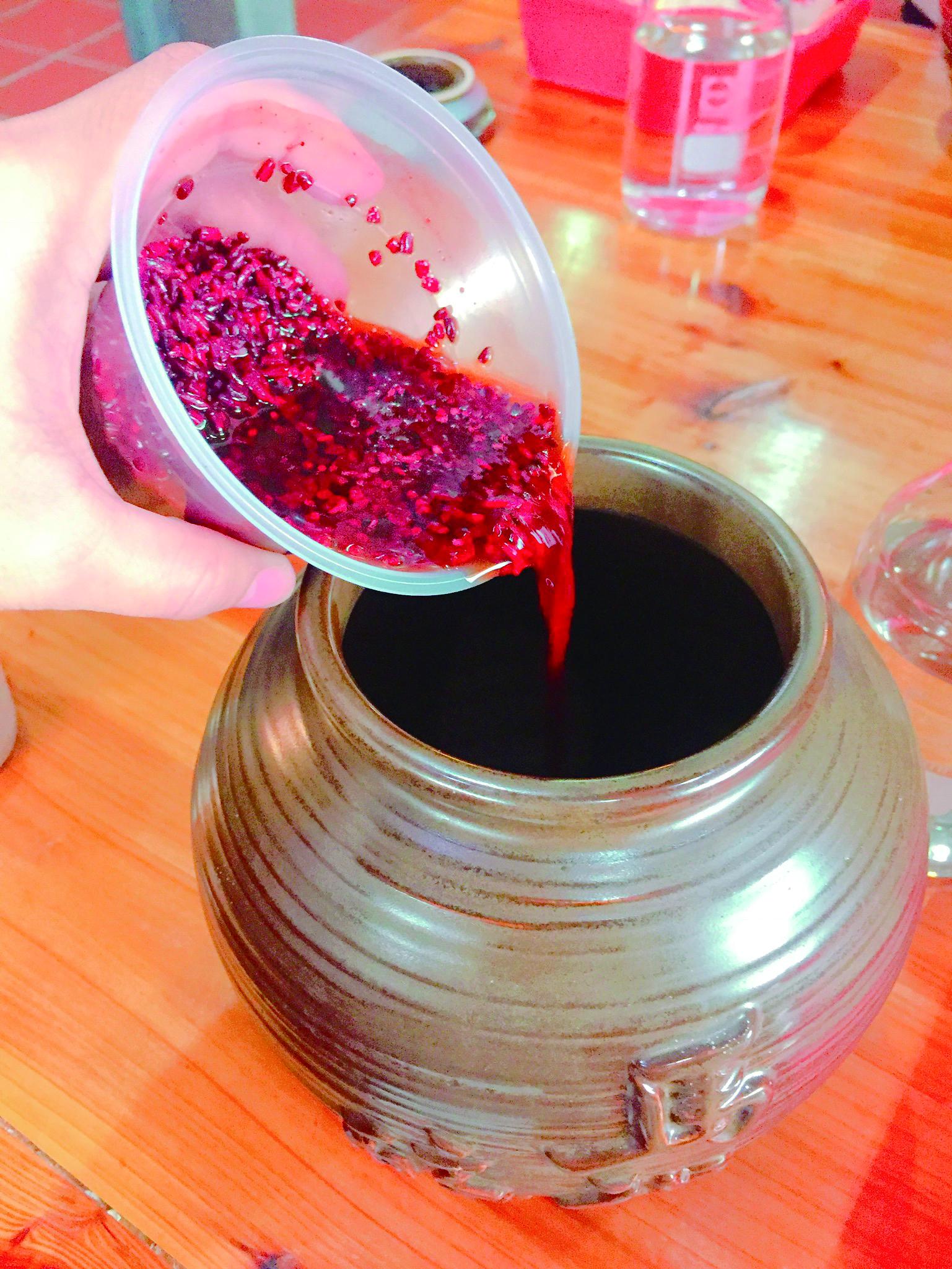 紅麴是老酒不可或缺的原料之一。.JPG
