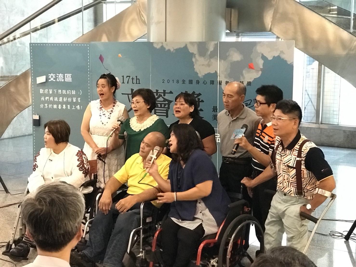 4台南市慈光身障協會--慈光歌唱班開場表演.jpg