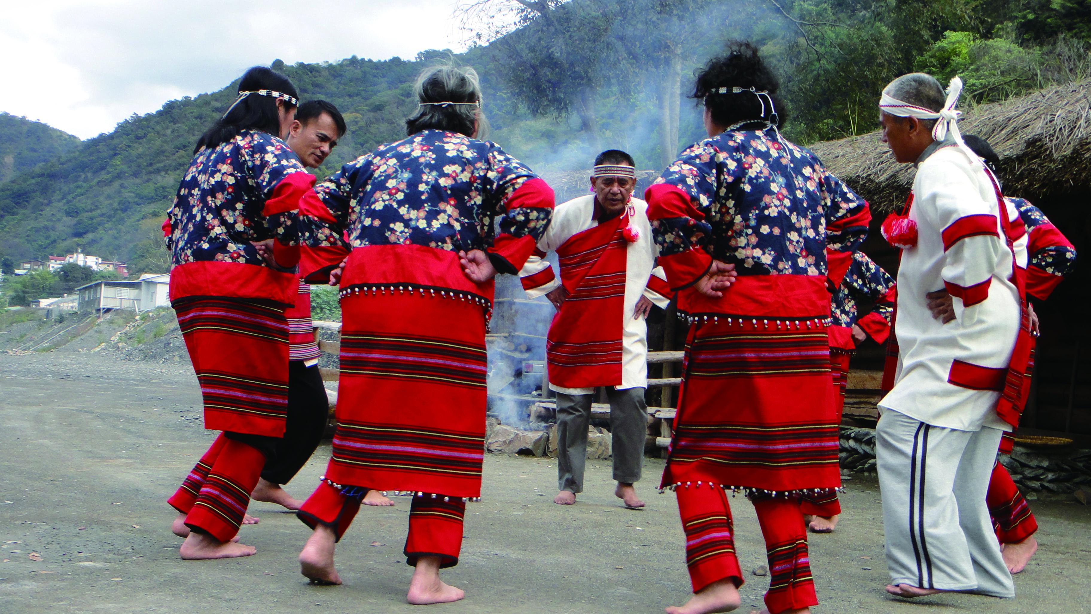 圖6臺灣團隊在這次亞太傳統藝術節當中也不能缺席,並且將與遠道而來的歐亞藝術家共同激發交融的火光。圖為臺灣賽德克傳統文化藝術團。.jpg