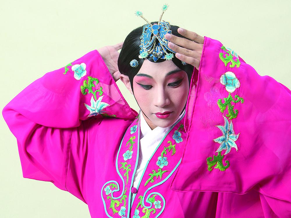 圖5江之翠劇場《行過洛津》以淺顯易懂又充滿創意的舞臺形式演繹經典南管戲。.jpg