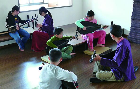 圖7兒童夏令營《梨園倚夏.南管夏令營》設計了一系列的南管與梨園戲,讓孩子修習才藝。.jpg