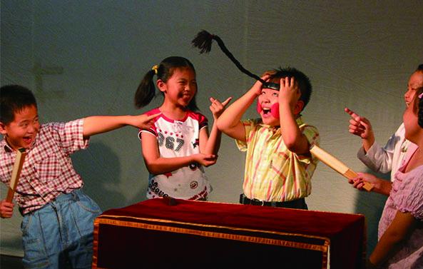 圖6兒童夏令營《說學逗唱.樂活一夏》藉由相聲、朗讀等口語表演,打造孩子說唱新體驗。.jpg