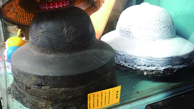 圖7全盛時期,這裡也製作郵差帽。圖為當時的製作模型。.JPG