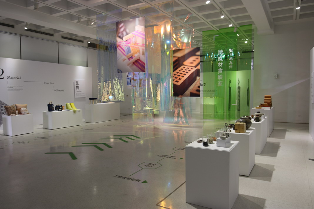 1F-在地工藝進化論展-本次展覽以實驗室風格呈現社區工藝進化的意象