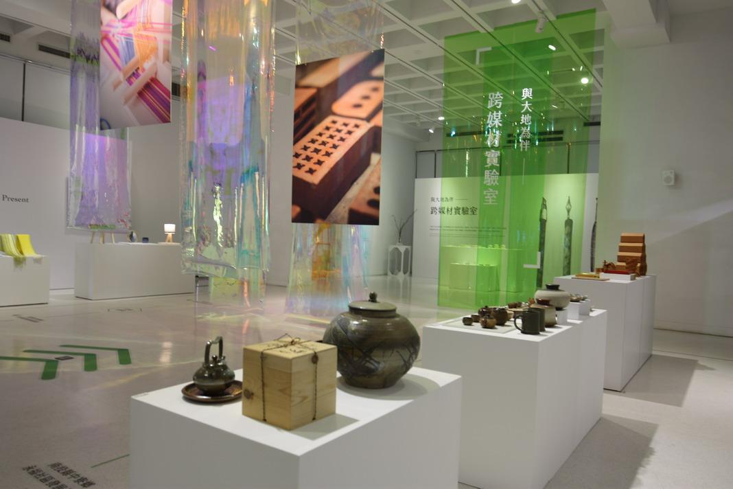 1F-在地工藝進化論展-整個展場呈現出社區在地工藝一個創新思維動態感