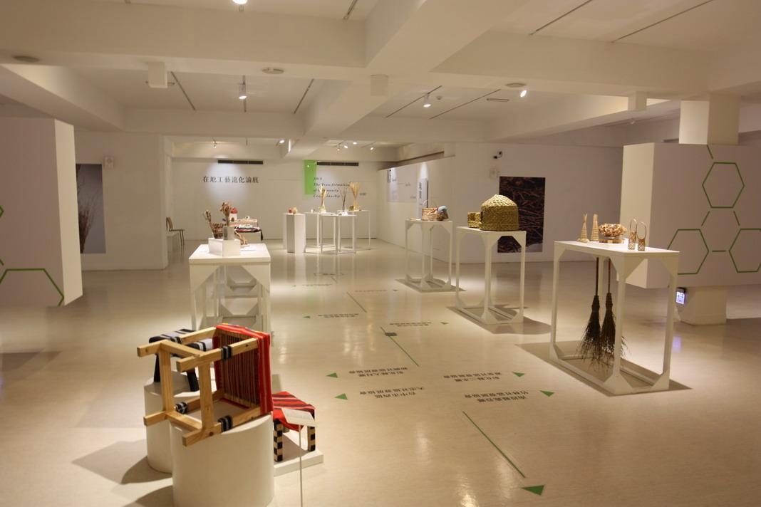 B1F-在地工藝進化論展 -展場主要分為三個主題分別以大地主題的陶藝磚雕作品