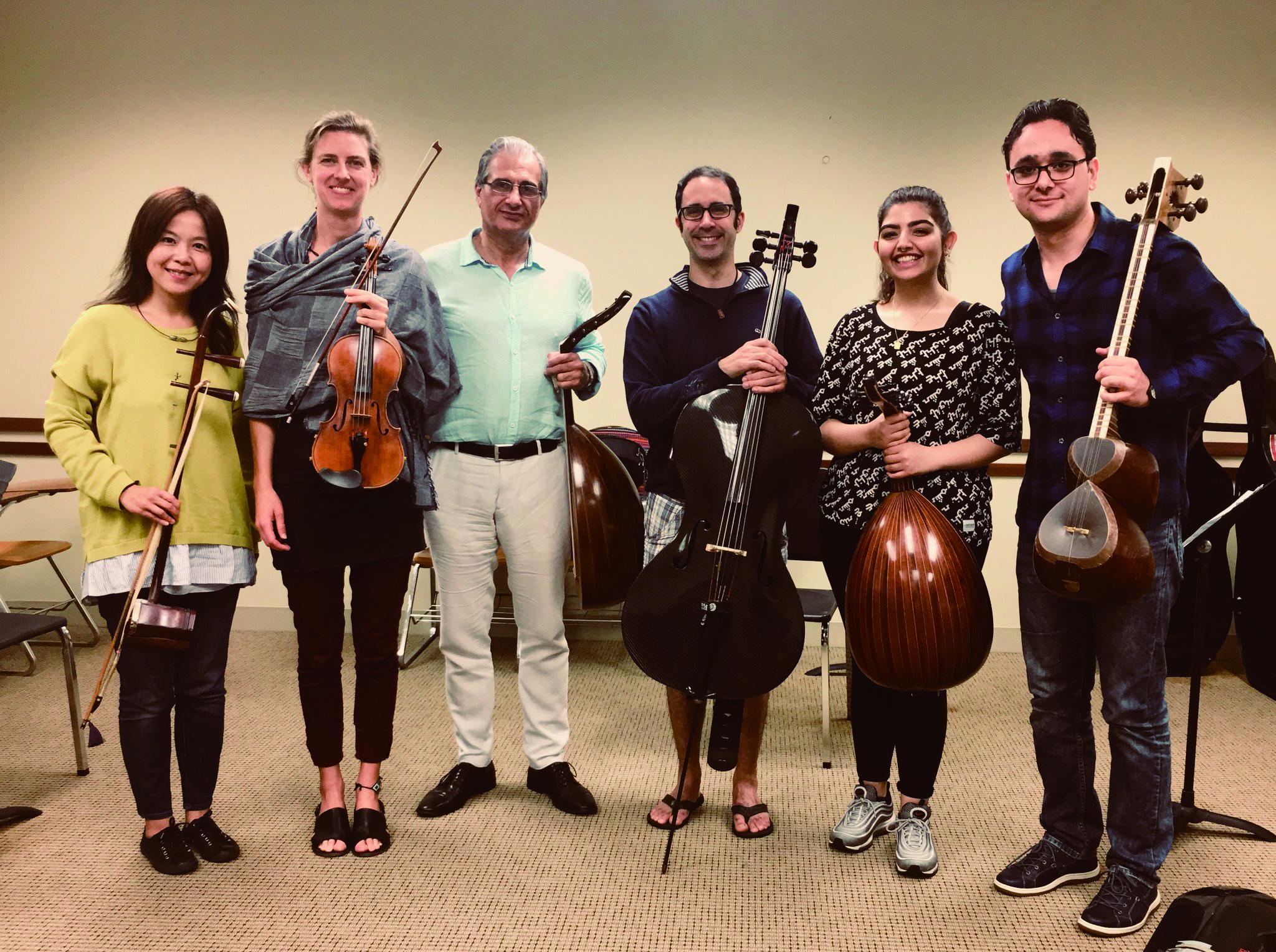 圖4阿拉伯音樂大師巴薩姆Bassam Saba( 左三) 與學員們互動深刻。.jpg