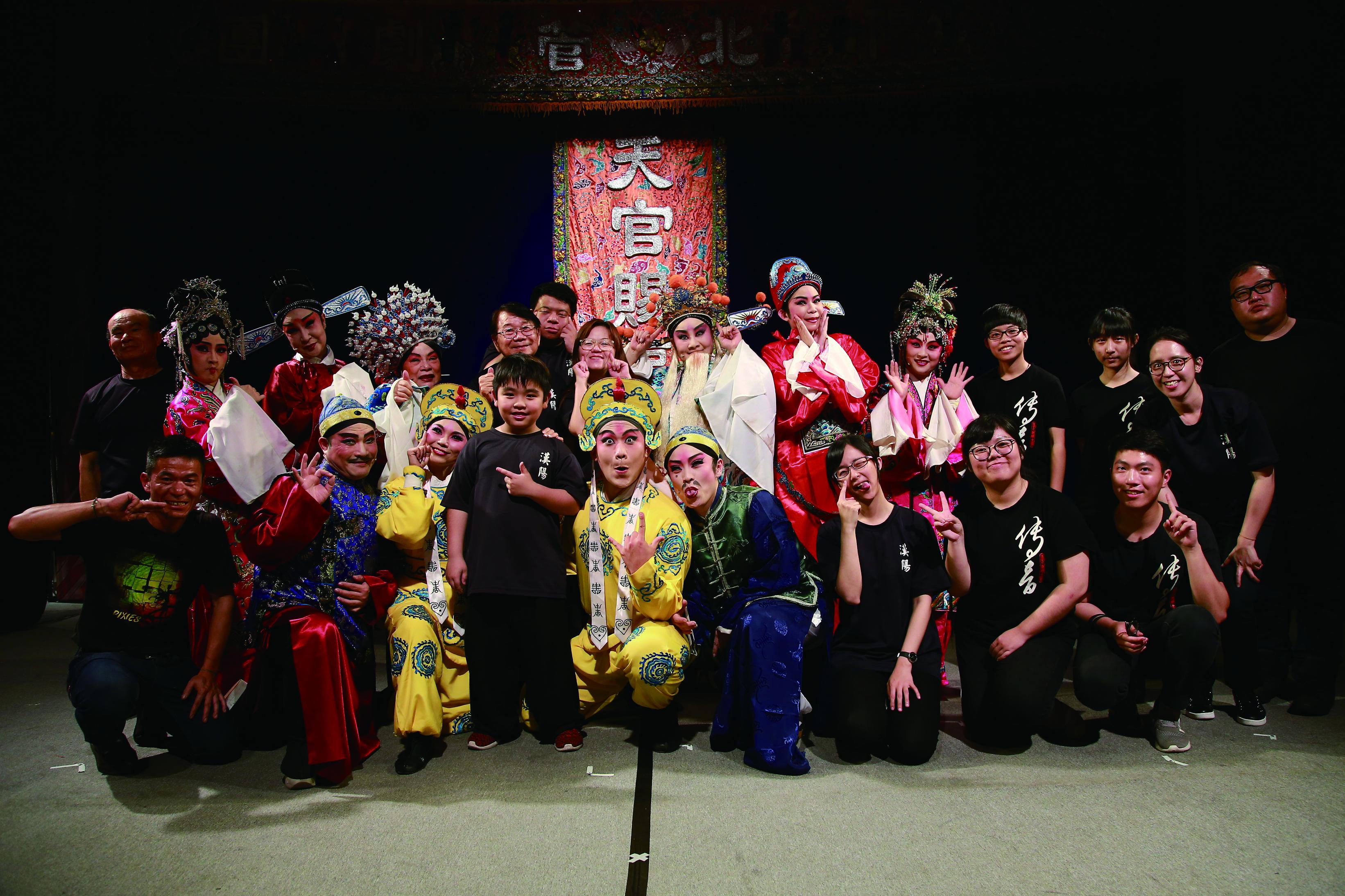 圖4現在的漢陽北管劇團,已經逐漸成為一個具有深厚情味的大家庭。(漢陽北管劇團提供).jpg