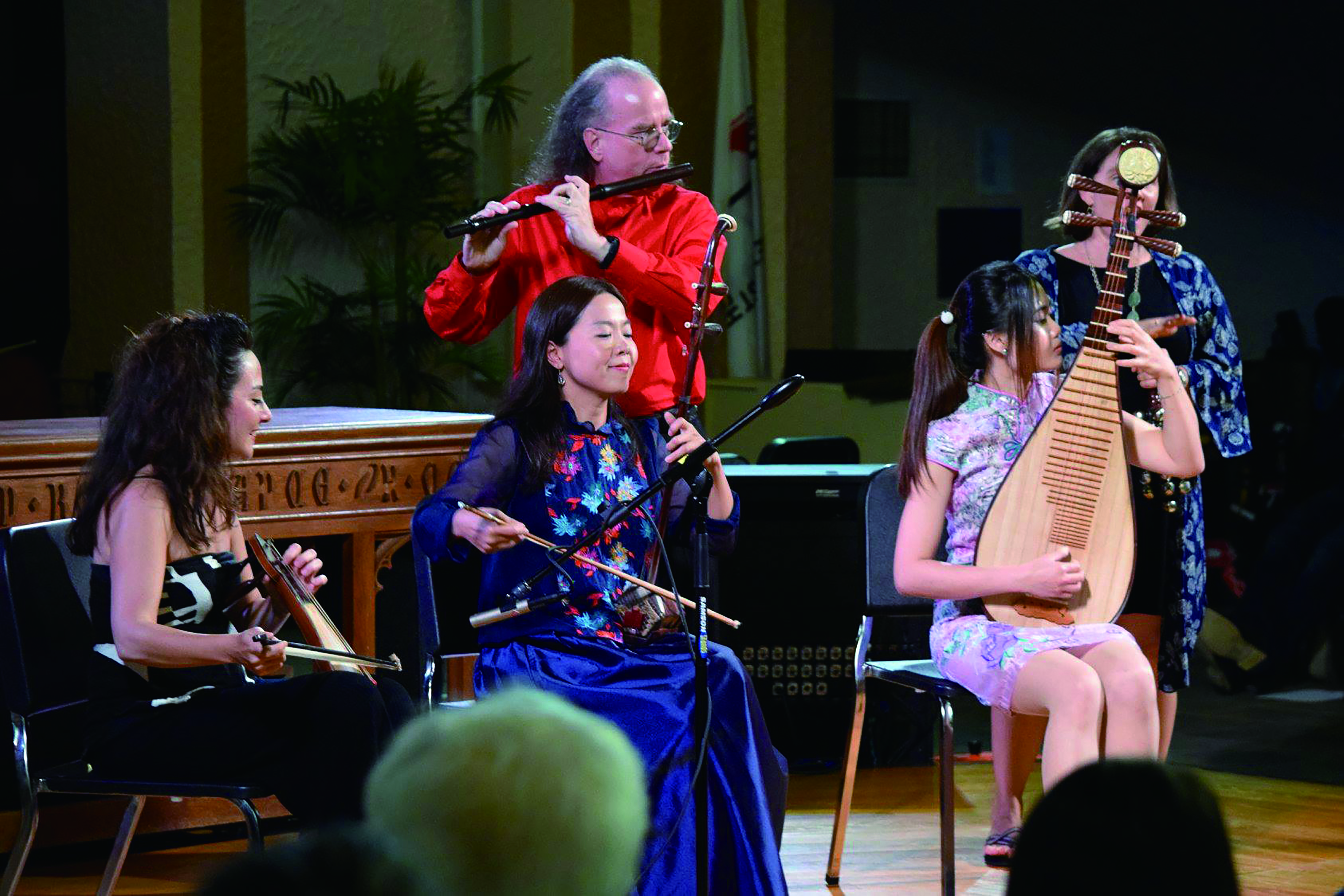 圖7工作坊的演出裡,包括二胡、琵琶、西方吹管樂器、聲樂與來自土耳其的Kemence 一起演奏。.jpg