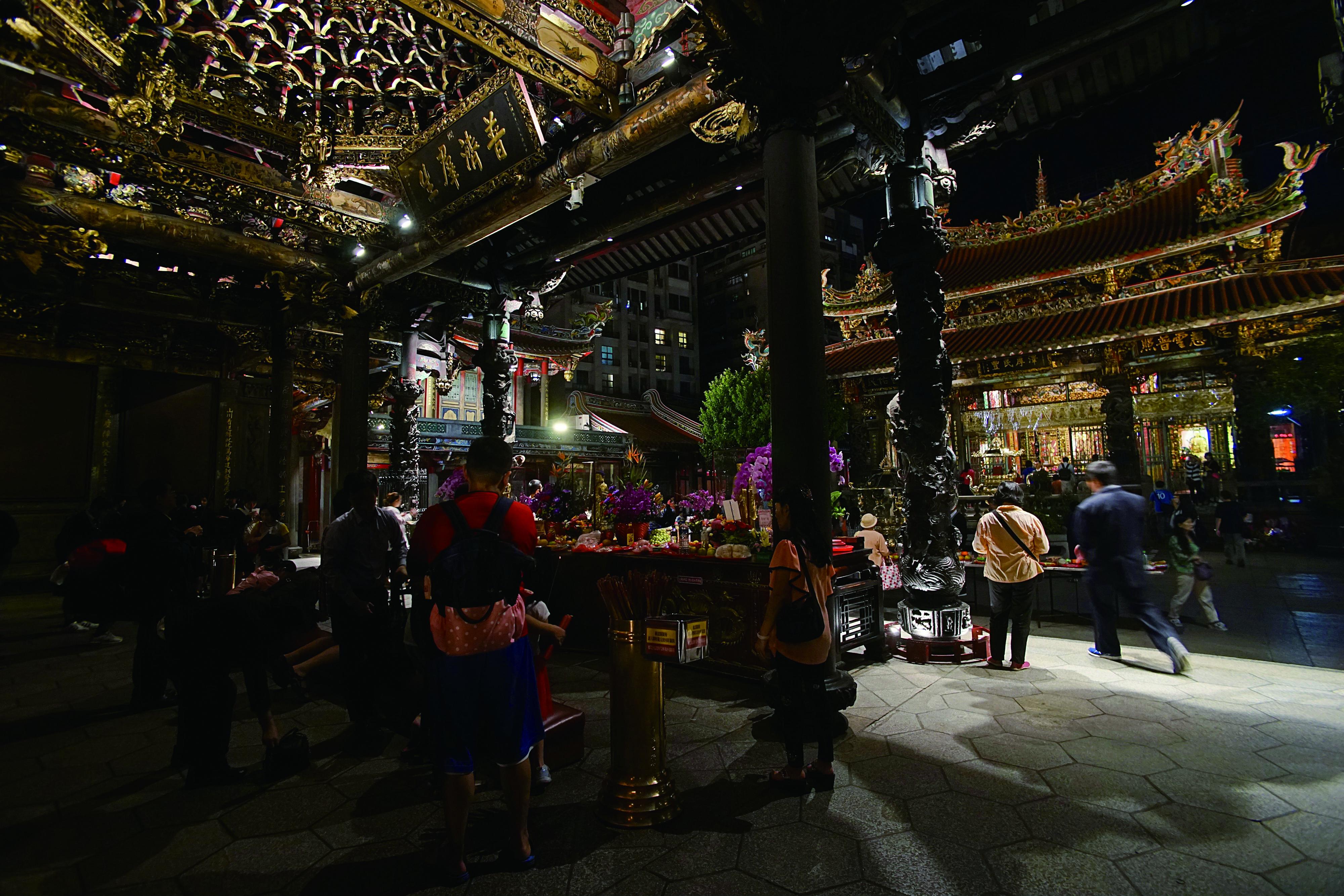 圖2 萬華龍山寺至今仍為地方重要的信仰重心。.jpg
