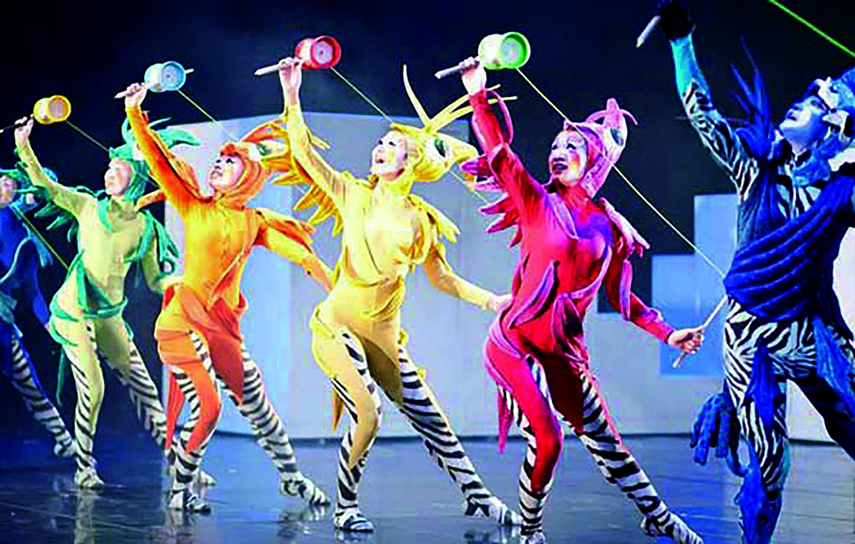 2 舞鈴劇場推出全新作品《VALO 首部曲─阿米巴》,以扯鈴為表演主軸,發揮劇場創意。.jpg