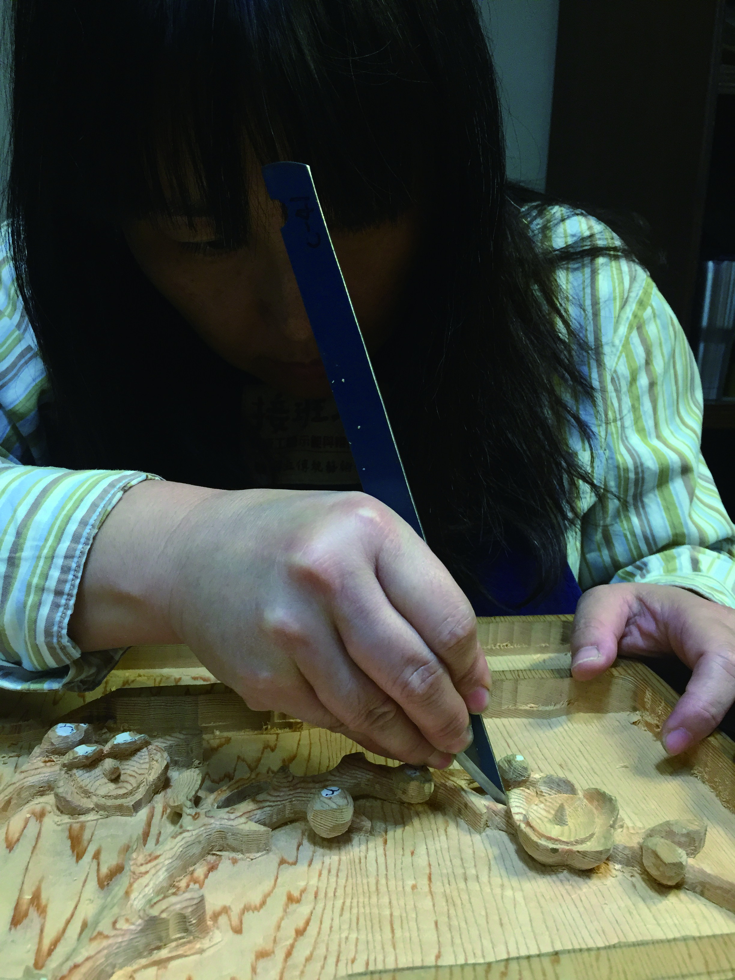 5 遊人離去後的工坊是工藝師更可以沉澱專注的創作天地 (圖為施懿紋).JPG