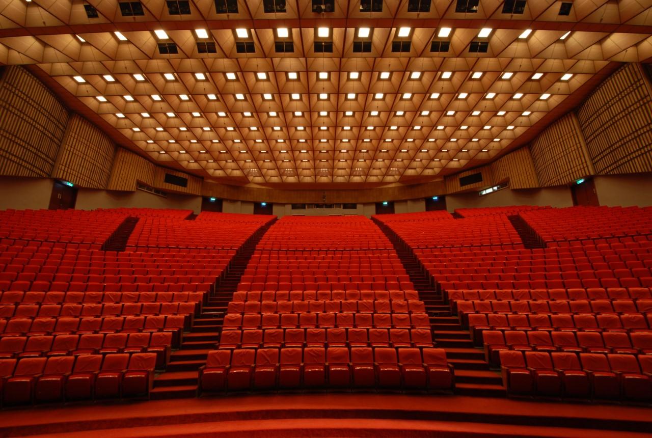 大會堂內部座位區正面.jpg