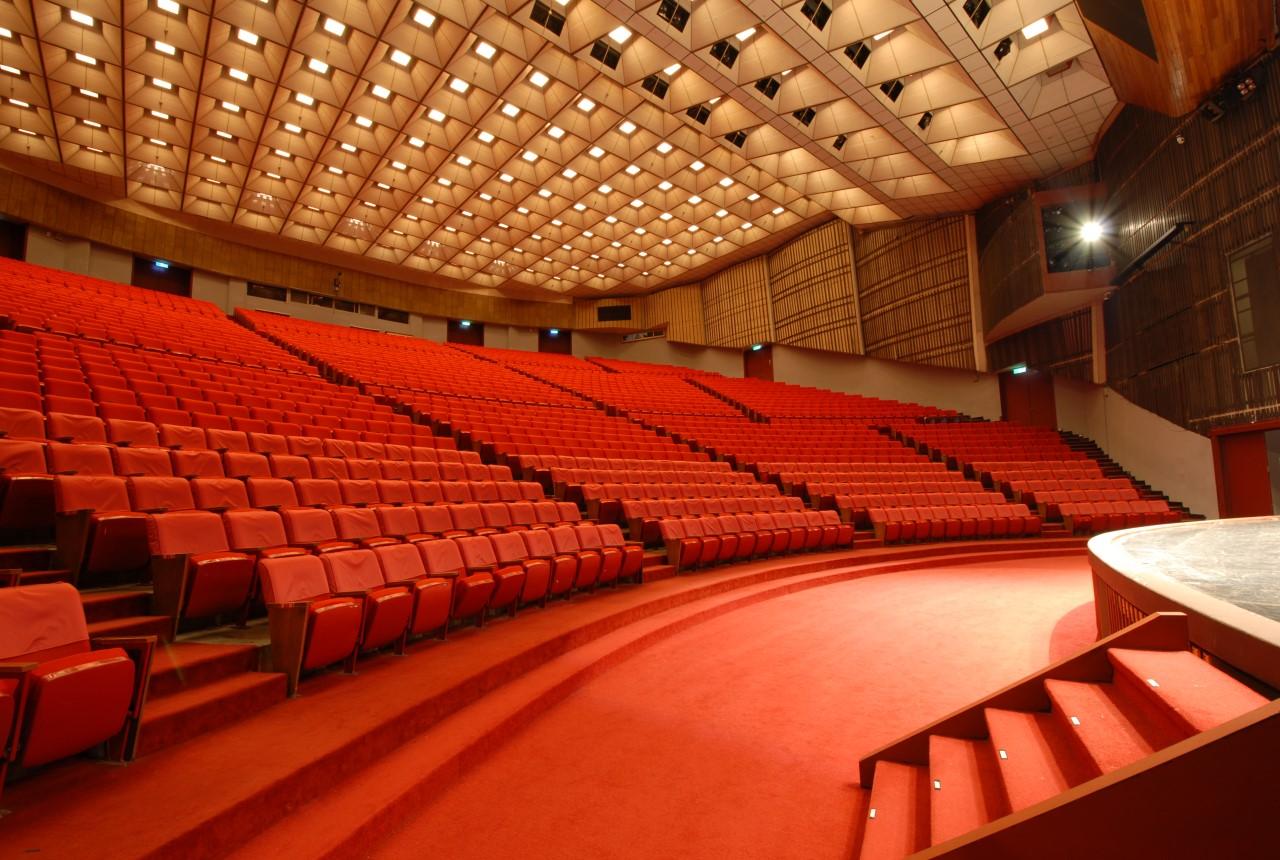 大會堂內部座位區.jpg