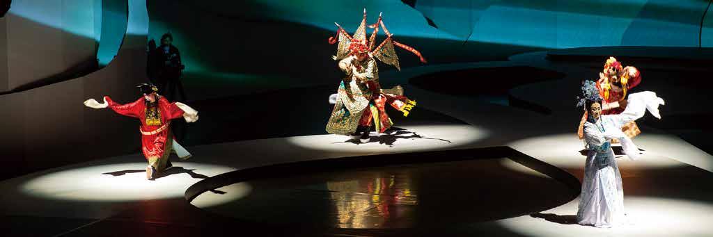 傳統表演中的四大行當-生、旦、淨、丑在時尚舞臺上分別亮相。.jpg
