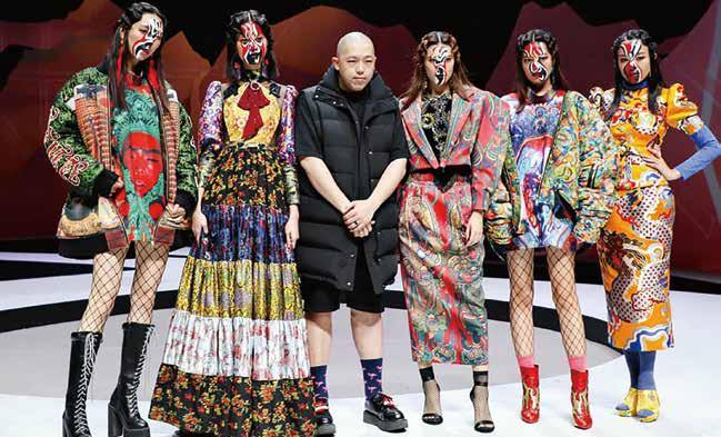 第一屆臺北時裝週主題秀「傳藝時尚」,馬毅以關公神像為設計發想主題。.jpg