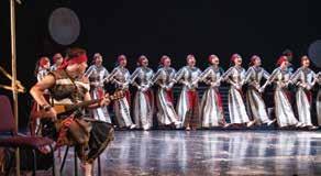 整齣戲表現手法結合了說書般的旁述、吟唱、高歌、獨舞、群舞、儀式以及現代舞蹈等。(藝享舞蹈劇場).jpg