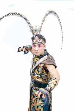 俏皮的演出與現代剪裁的服裝,表現傳統特有的年輕味兒。2-2.jpg