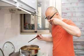 對於溫宇航來說,洗手作羹湯其實這跟唱戲一樣,都需要拿捏火候,調配酸甜苦辣。.jpg
